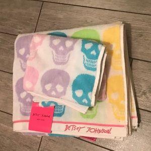 Betsey Johnson rainbow skulls towel set